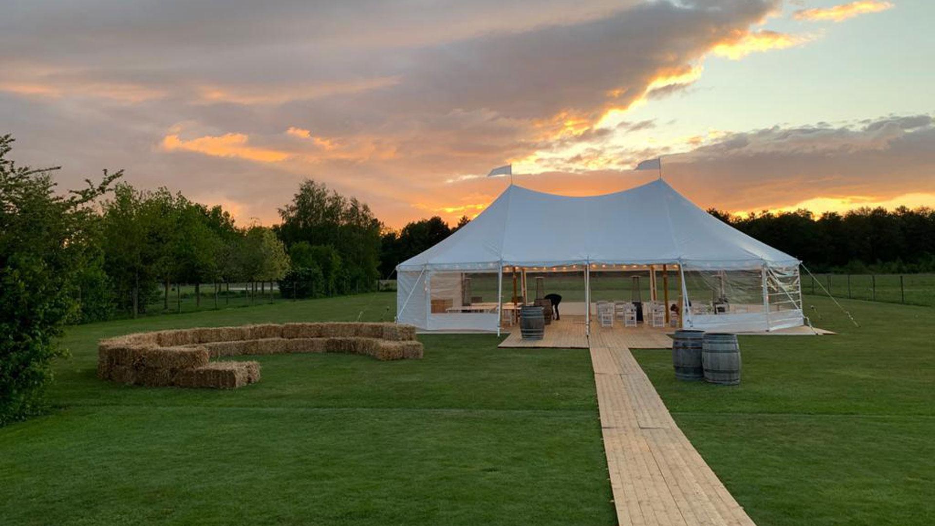 alphatentevent-luxury-dream-tent-10x15-meter-bruiloft-tuinfeest-vlondervloer-heaters-prikverlichting-zonsondergang-web-groot
