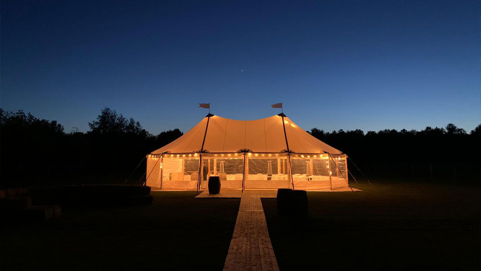 alphatentevent-luxury-dream-tent-10x15-meter-vlondervloer-heaters-prikverlichting-schemer-web