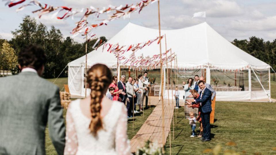 alphatentevent-luxury-dream-tent-10x16-meter-bruiloft-covid19-wedding-buiten-trouwen-vlondervloer-web