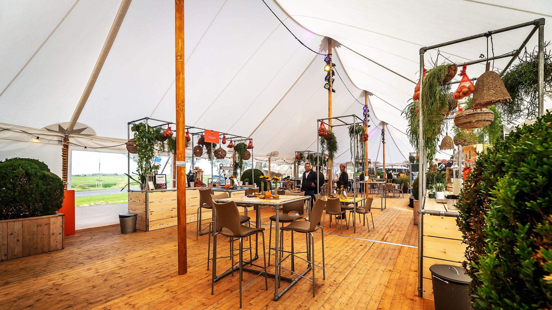alphatentevent-luxury-dream-tent-10x28-meter-interieur-houten-vloer-web