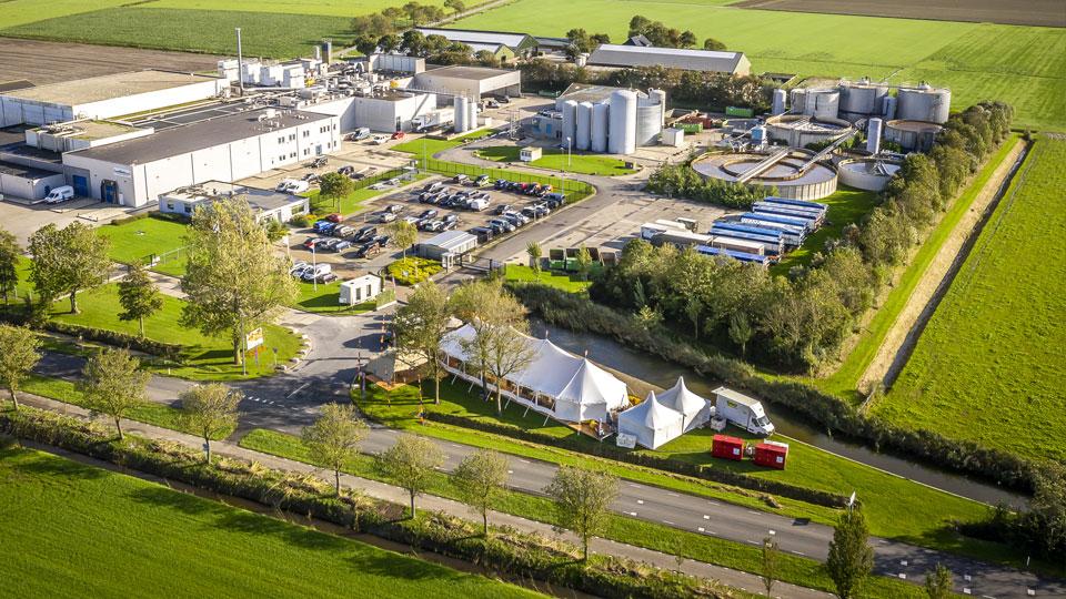 alphatentevent-luxury-dream-tent-10x28-meter-systeemvloer-friesland-bedrijfsevent-web